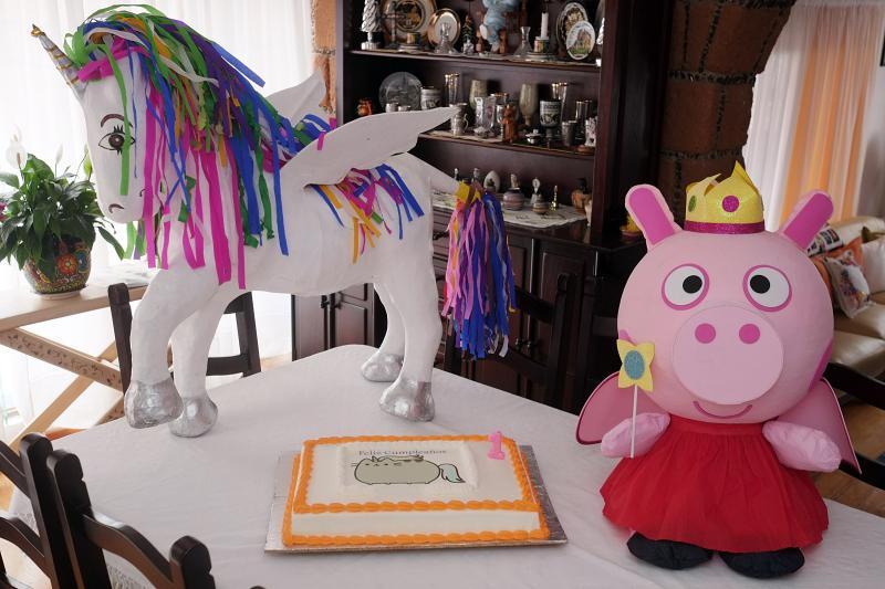 piñatas & cake